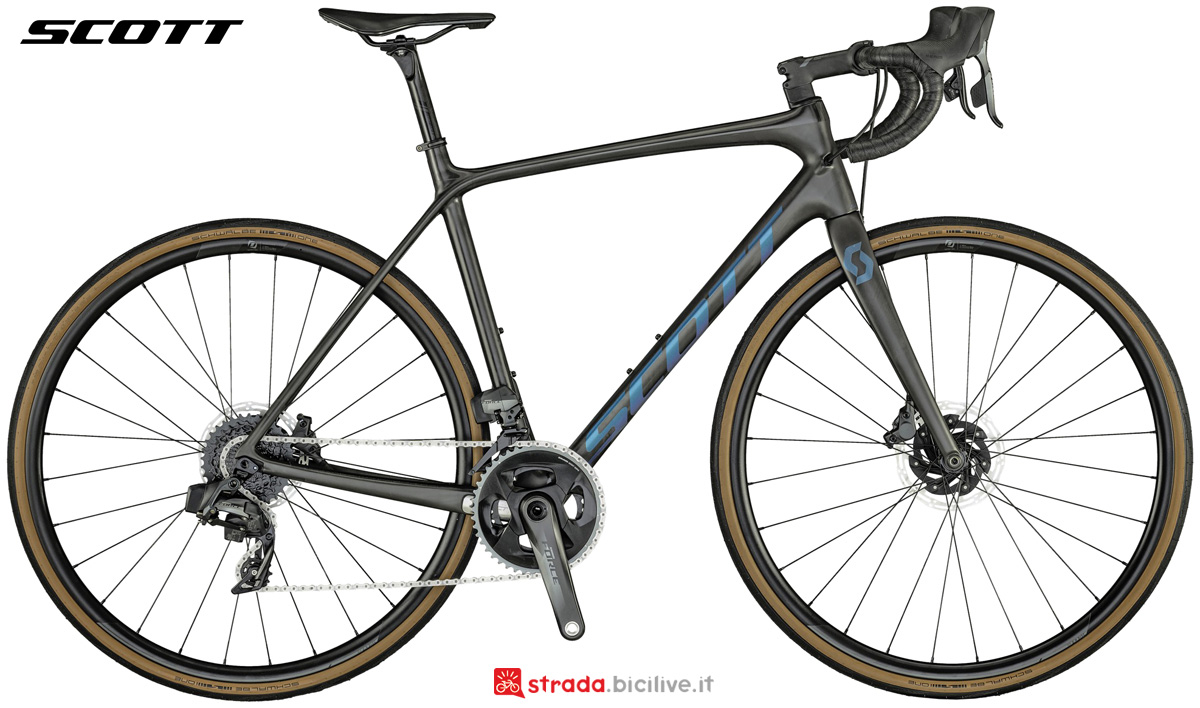 Una bicicletta endurance Scott Addict SE Disc collezione 2021