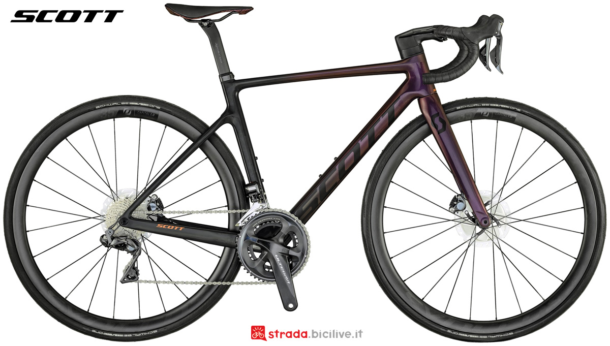 Una bici da strada da donna Scott Contessa Addict RC 15 2021