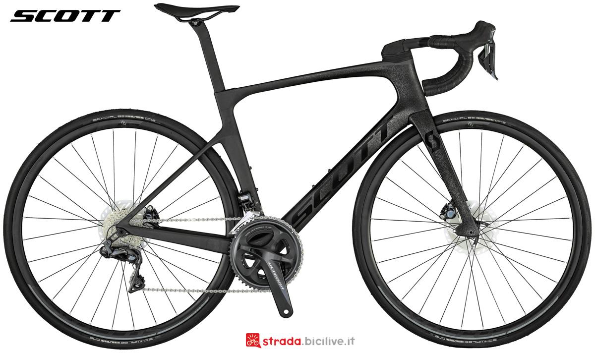 Una bicicletta da corsa Scott Foil 20 anno 2021