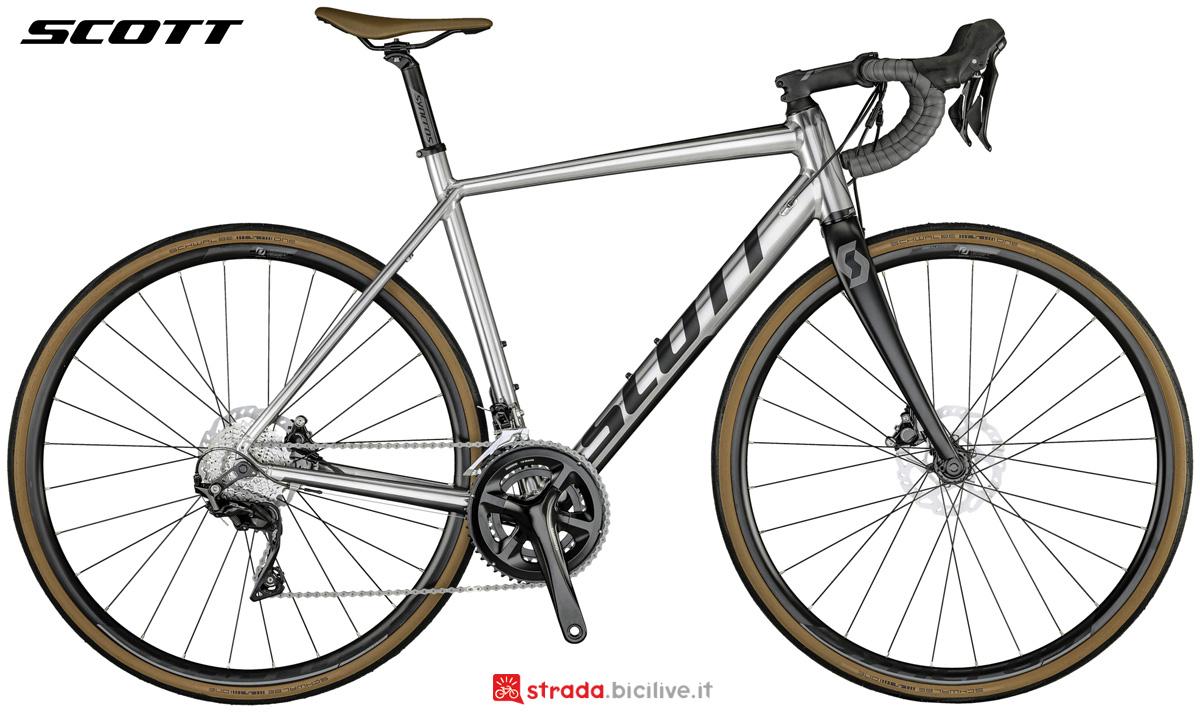 Una bicicletta da strada Scott Speedster 10 Disc dal listino 2021