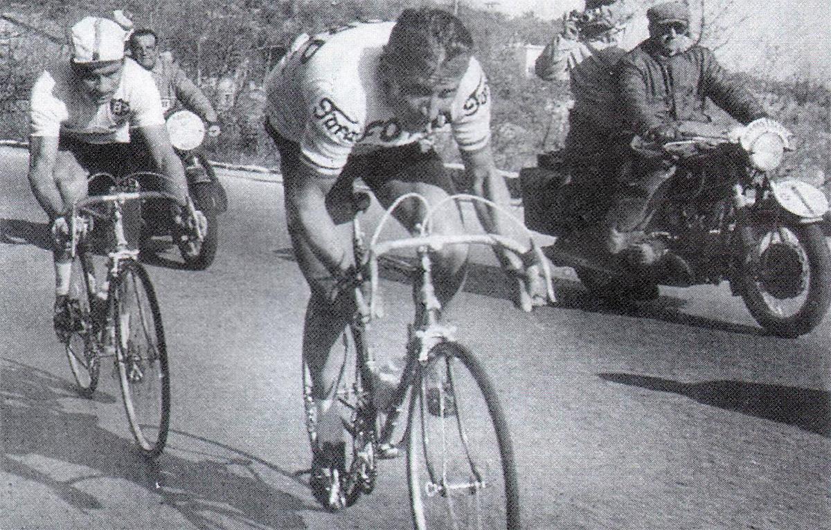 Il ciclista Jaques Anquetil durante la corsa Parigi-Nizza del 1966