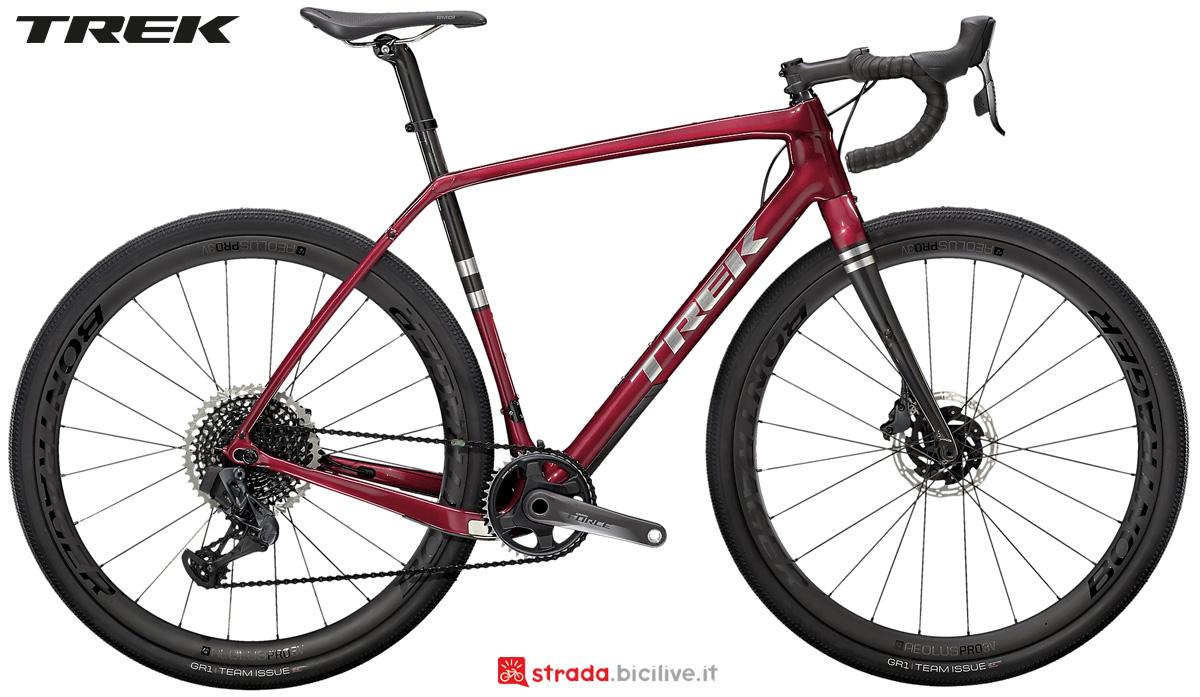 Una bicicletta gravel Trek Checkpoint SL 7 anno 2021