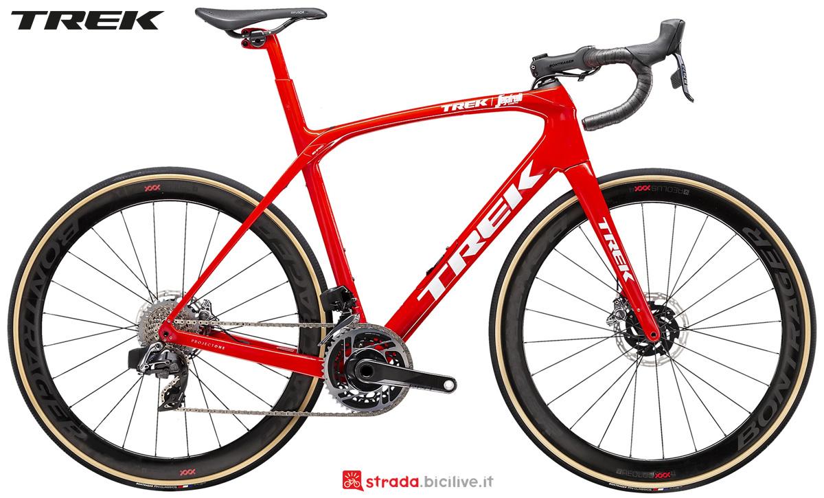 Una bici da corsa endurance Trek Domane SLR 9 eTap 2021