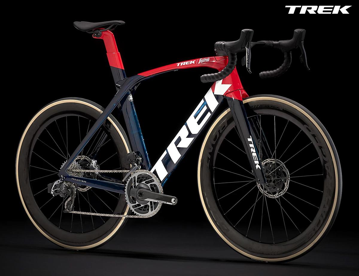 Una bicicletta da corsa Trek Madone SLR eTap 2021