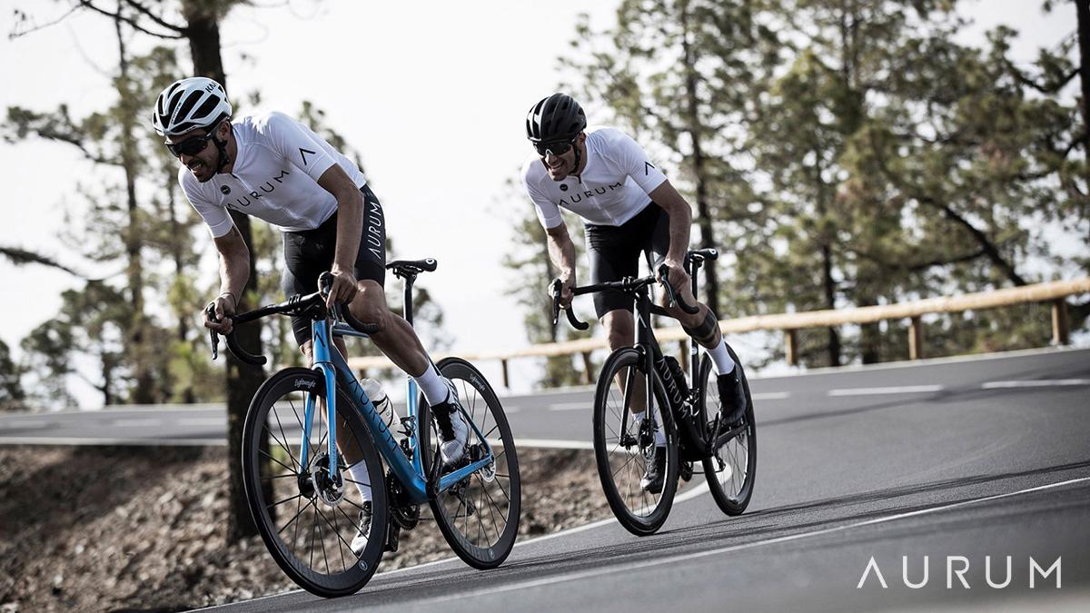 Alberto Contador e Ivan Basso impegnati in una uscita in sella alla Aurum Magma