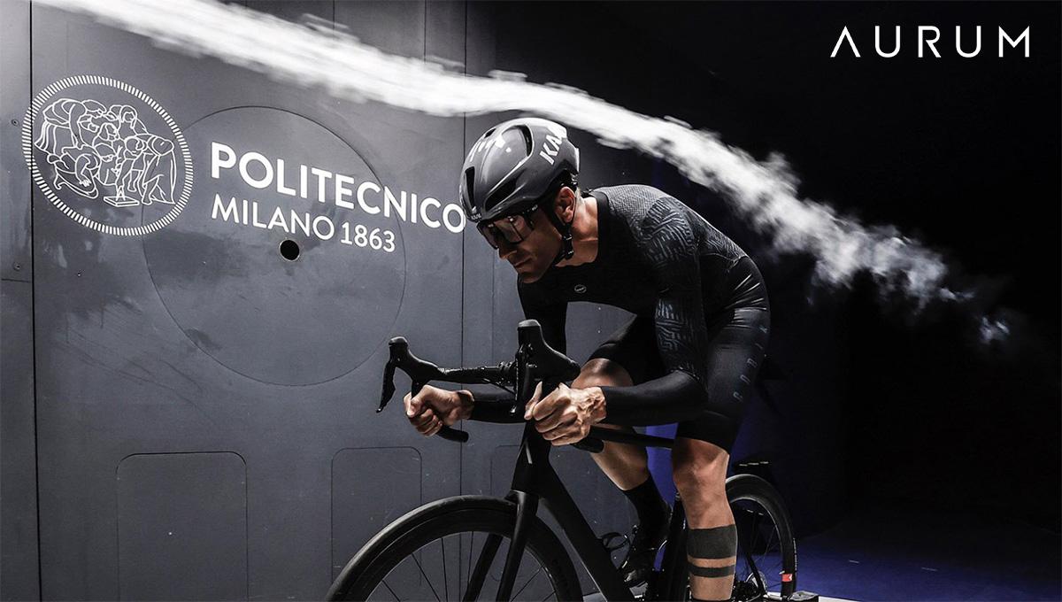 Un ciclista durante un test in galleria del vento del Politecnico di Milano