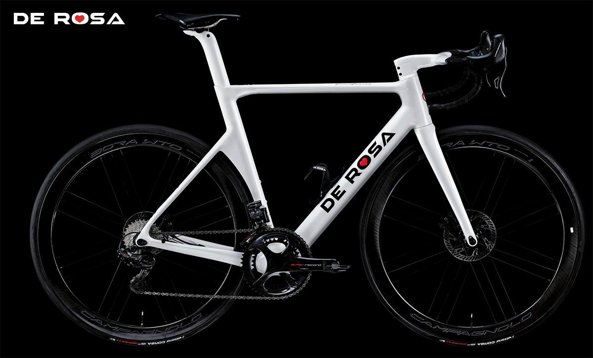 La nuova bici da strada De Rosa SK Pininfarina 2021