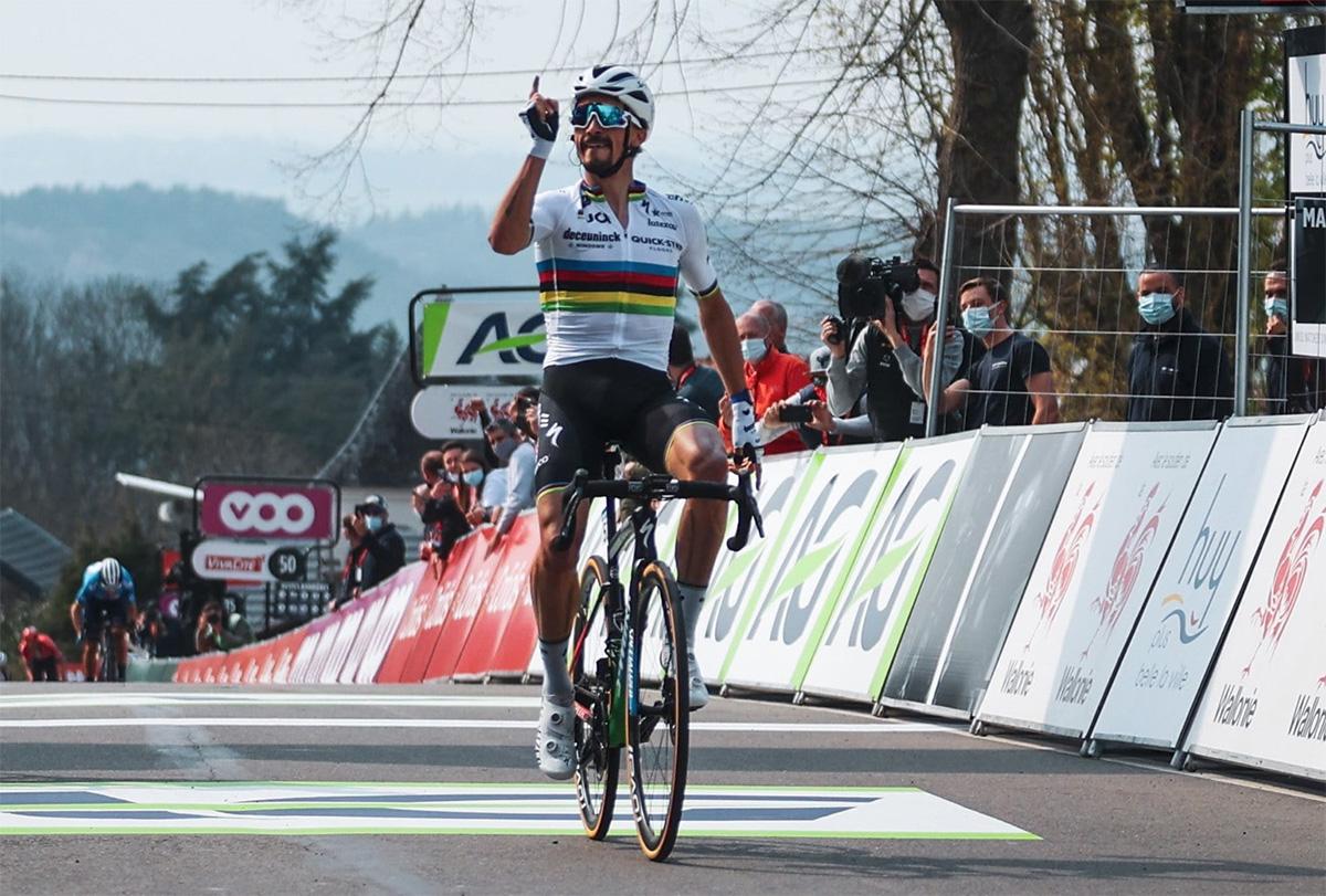 Uno scatto del campione ciclista Julian Alaphilippe