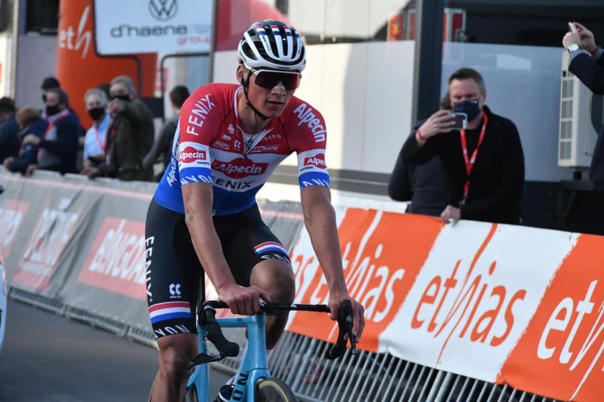 Uno scatto del campione ciclistico Mathieu Van Der Poel