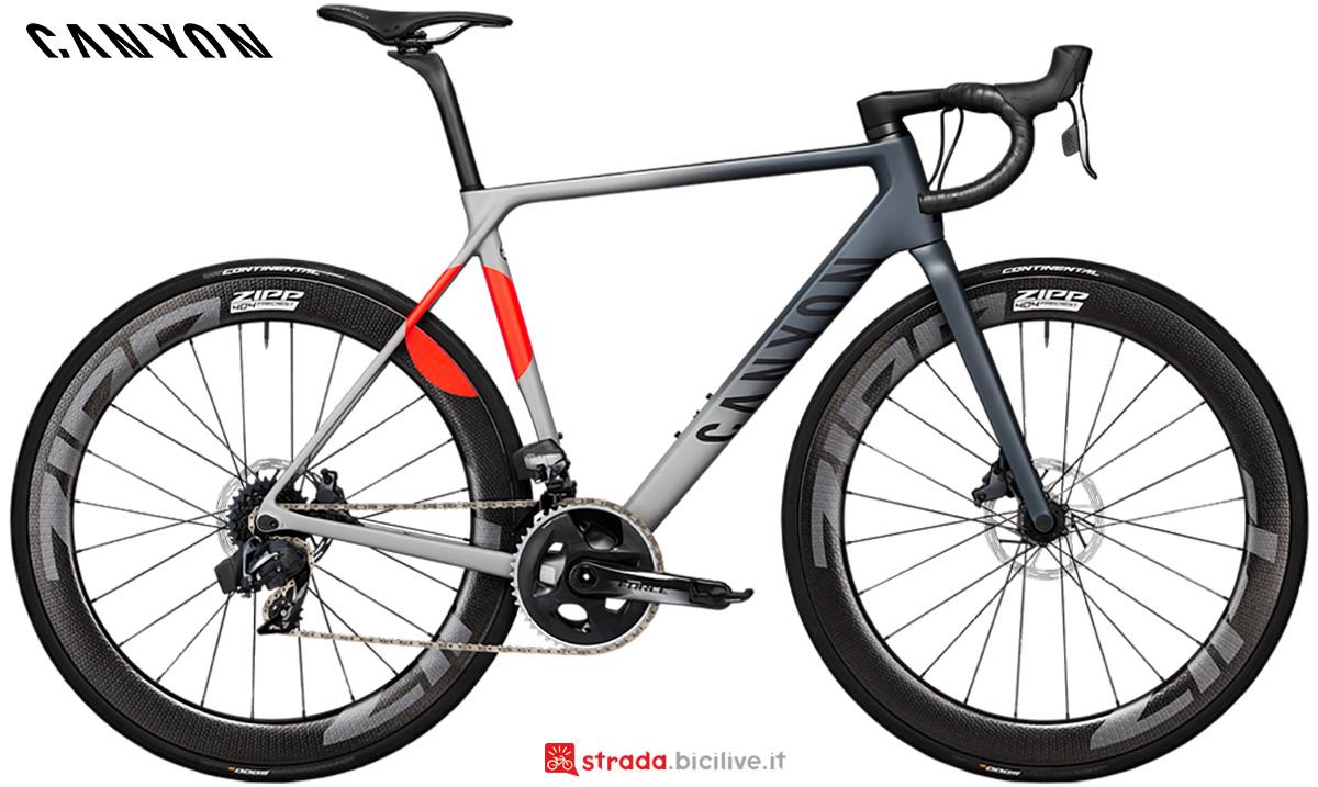 La nuova bici da corsa Canyon Ultimate CF SLX 8 Disc LTD Sram Force Etap AXS 2021