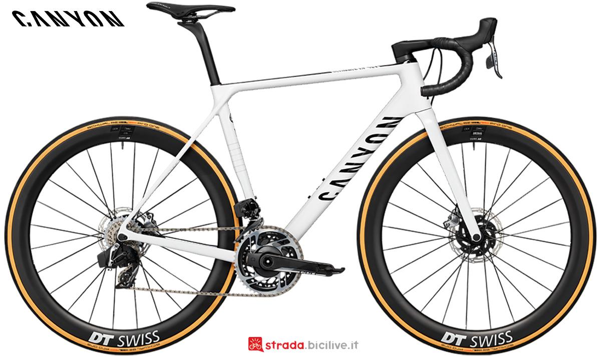 La nuova bici da corsa Canyon Ultimate CF SLX Disc 9 Sram Etap 2021