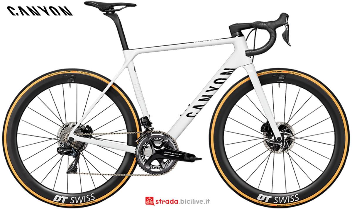 La nuova bici da corsa Canyon Ultimate CF SLX Disc 9 Shimano Dura Ace Di2 2021