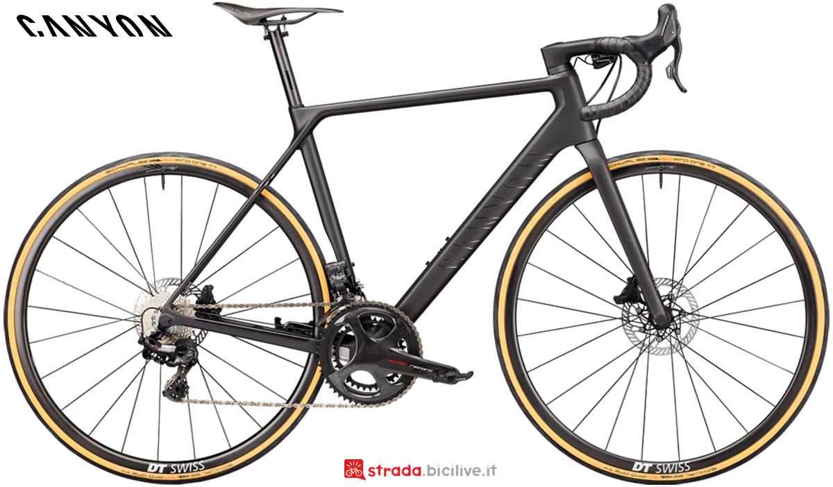 La nuova bici da corsa Canyon Ultimate CFR Disc 9.0 Campagnolo Super Record EPS 2021