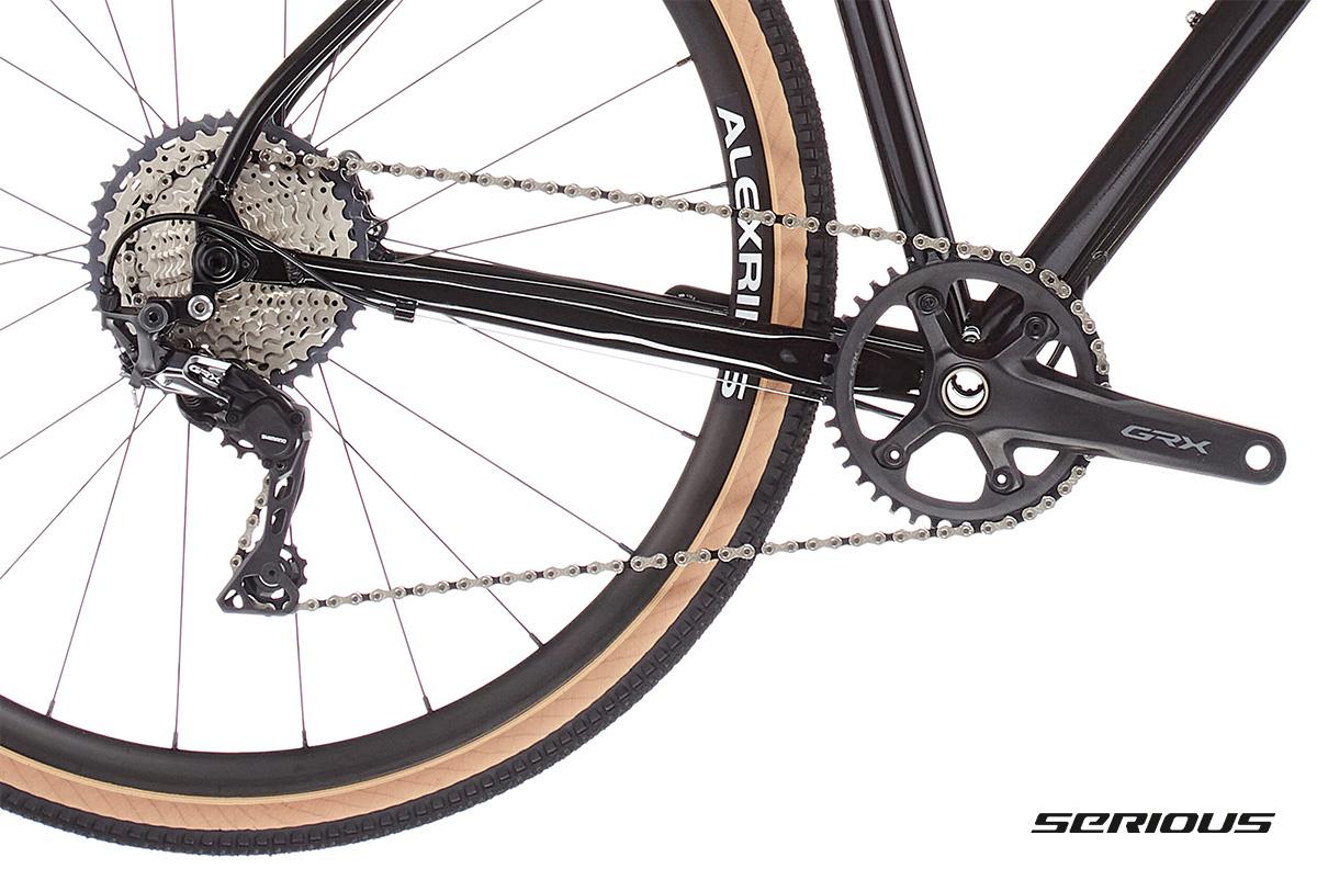 Dettaglio del cambio Shimano montato sulla nuova bici gravel Serious Gravix GRX Pro 2021