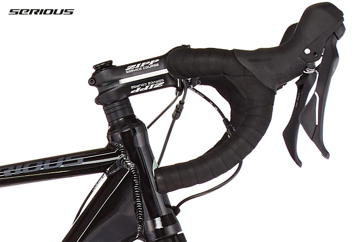 Dettaglio del manubrio Zipp montato sulla nuova bici gravel Serious Gravix GRX Pro 2021