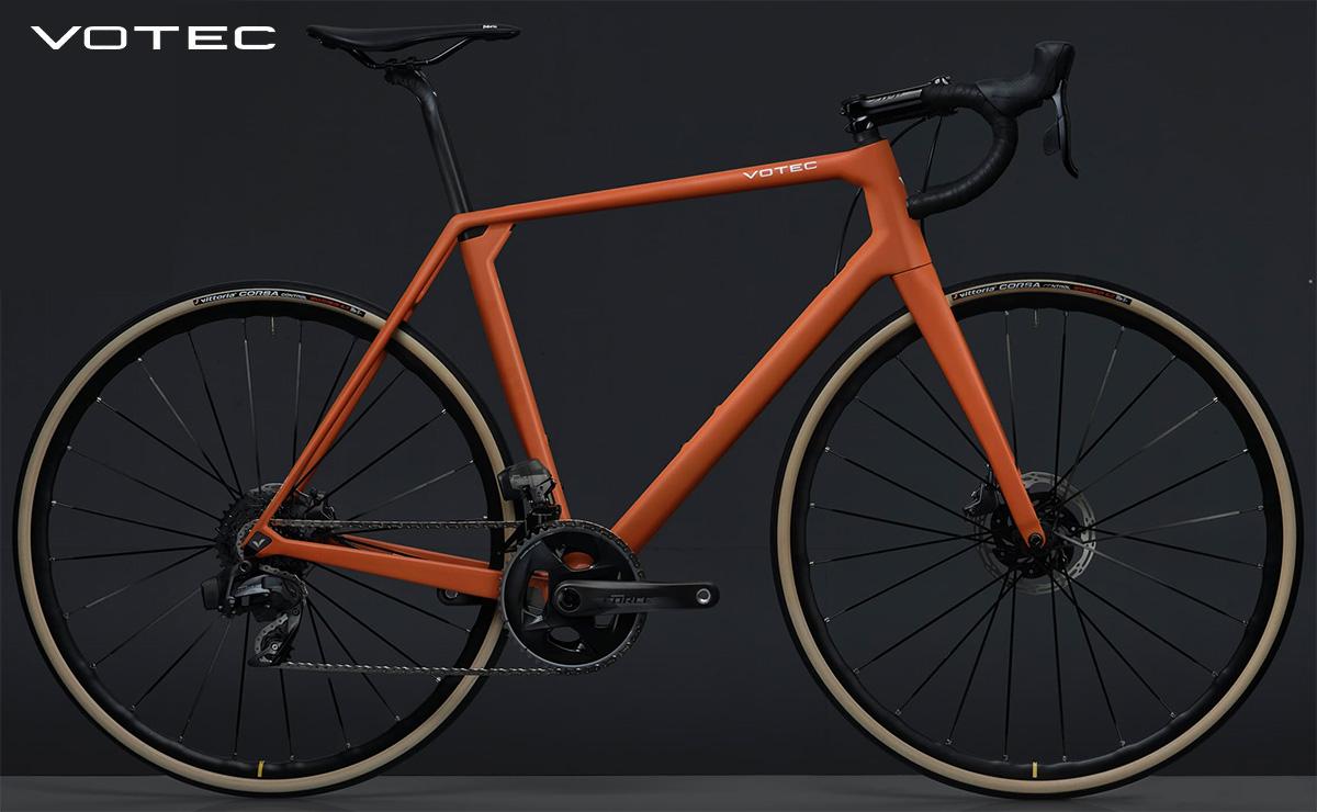 La nuova bici da strada Votec VRC EVO 2021 vista lateralmente