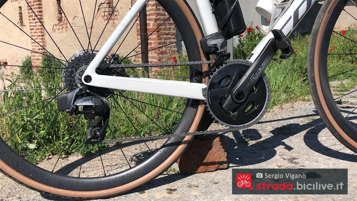 Dettaglio del cambio Sram montato sulla nuova bici da strada Scott Addict RC 10 2021