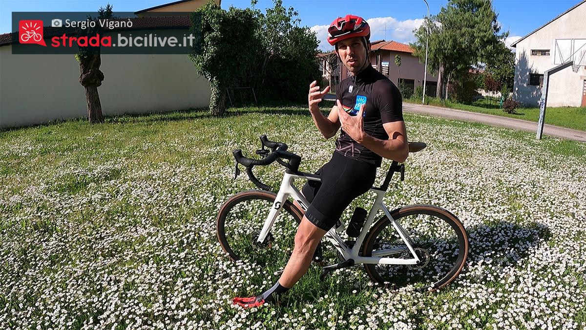 Sergio Viganò in sella alla nuova bici da strada Scott Addict RC 10 2021