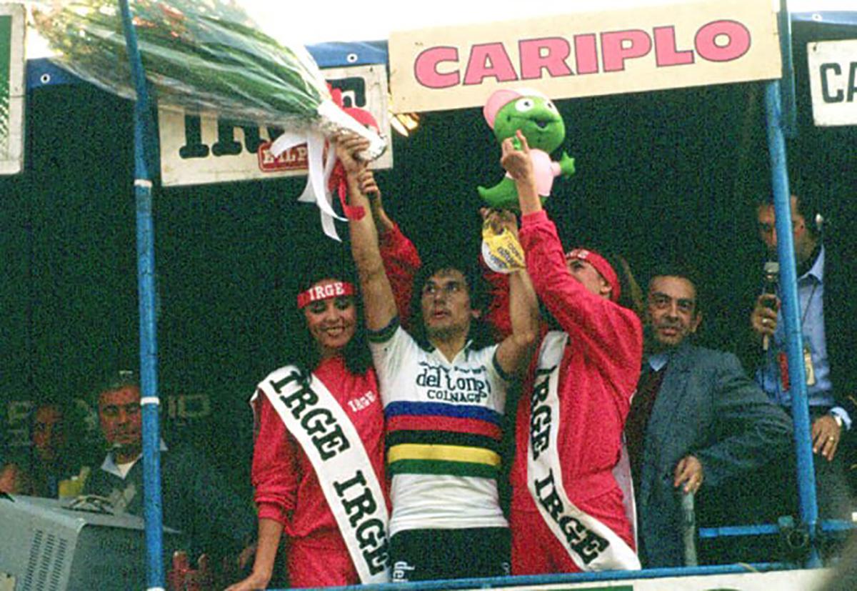 Giuseppe Saronni durante la premiazione del Giro di Lombardia 1982
