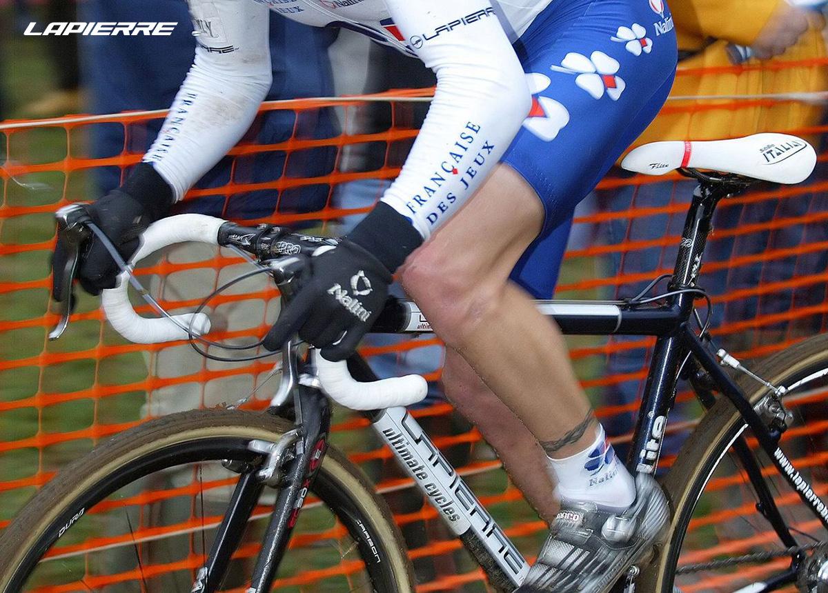 Foto del 2000 in cui i corridori del team Francais Des Jeux utilizzavano bici Lapierre