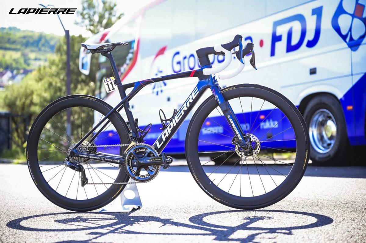 La nuova bicicletta da strada Lapierre Xelius SL 2022 vista lateralmente