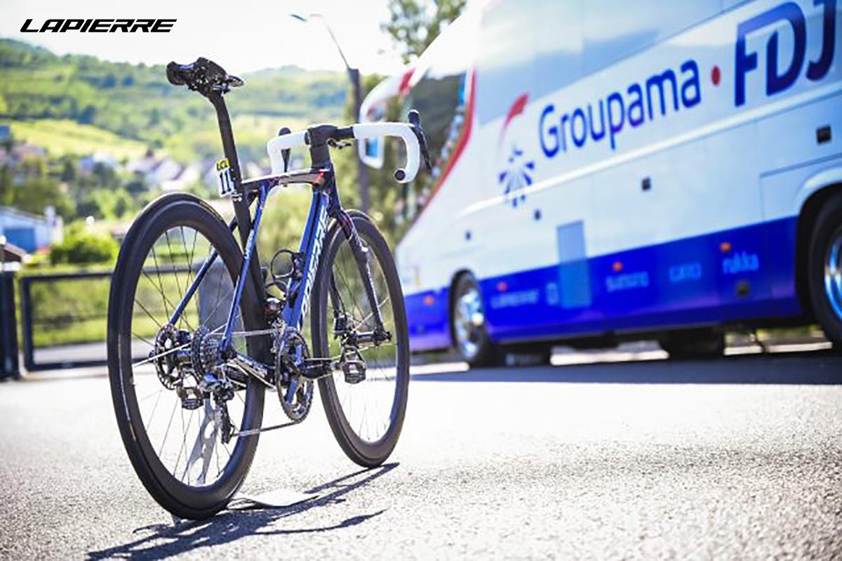 La nuova bicicletta da strada Lapierre Xelius SL 2022 ambientata