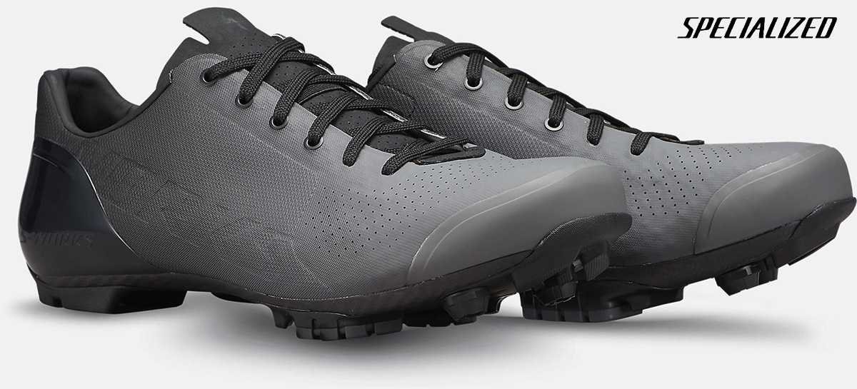 Un paio delle nuove scarpe per bici da corsa Specialized S-Works Recon Lace 2021