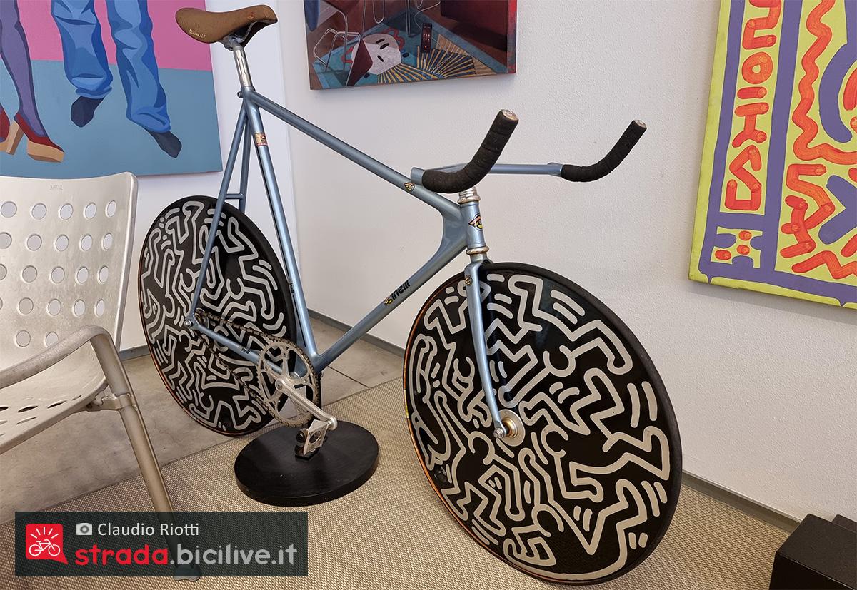 La storica bici decorata dai disegni di Keith Haring