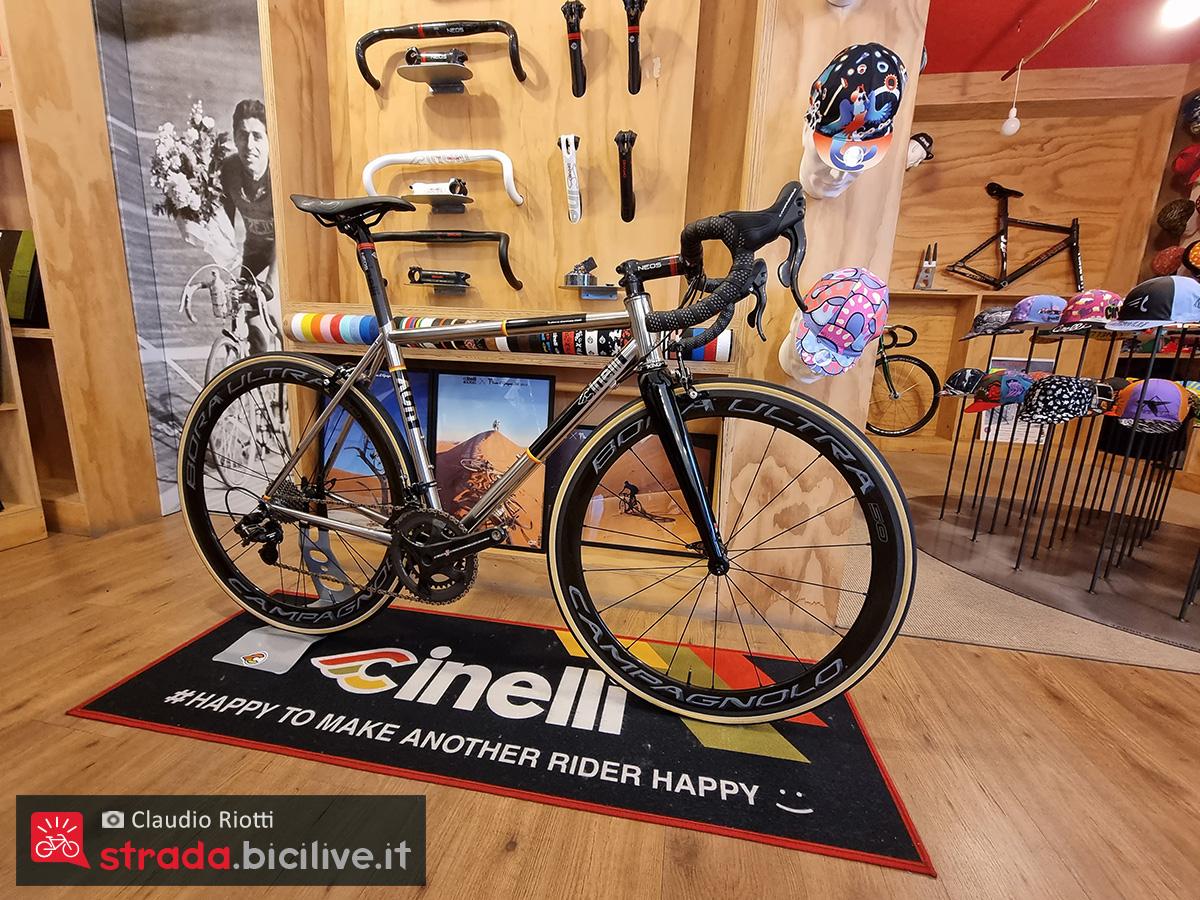 La bici da corsa con tubi in acciaio Cinelli XCR