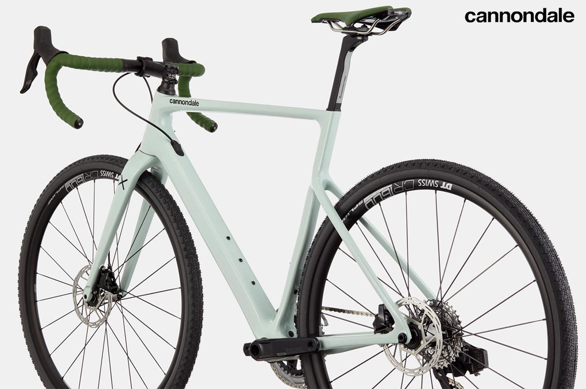 La nuova bici da gravel Cannondale Supersix Evo SE 2022 vista dal retro